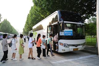 漯河医专护送2000余名医学生专升本考试