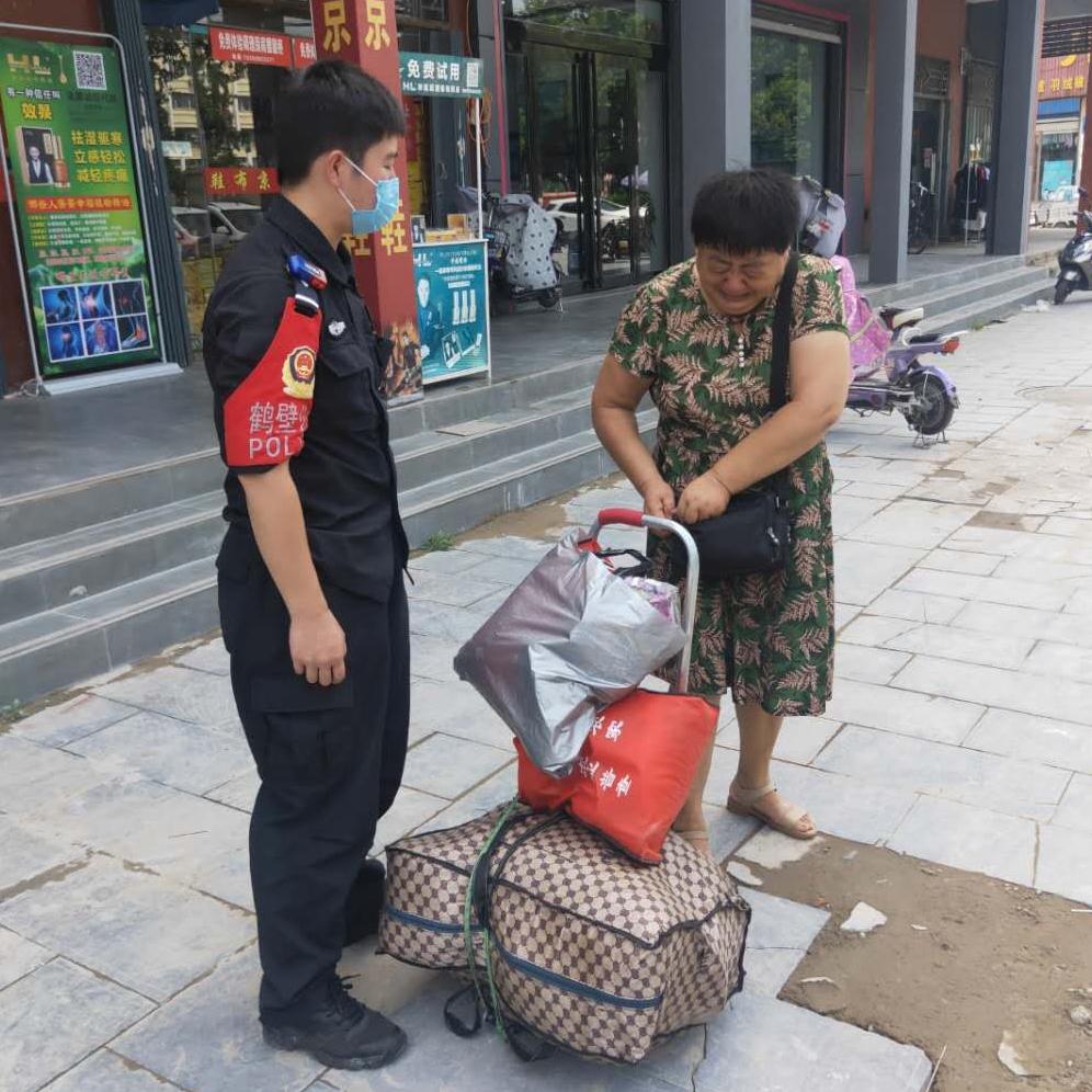 驻马店旅客钱物被盗 鹤壁民警助其回家
