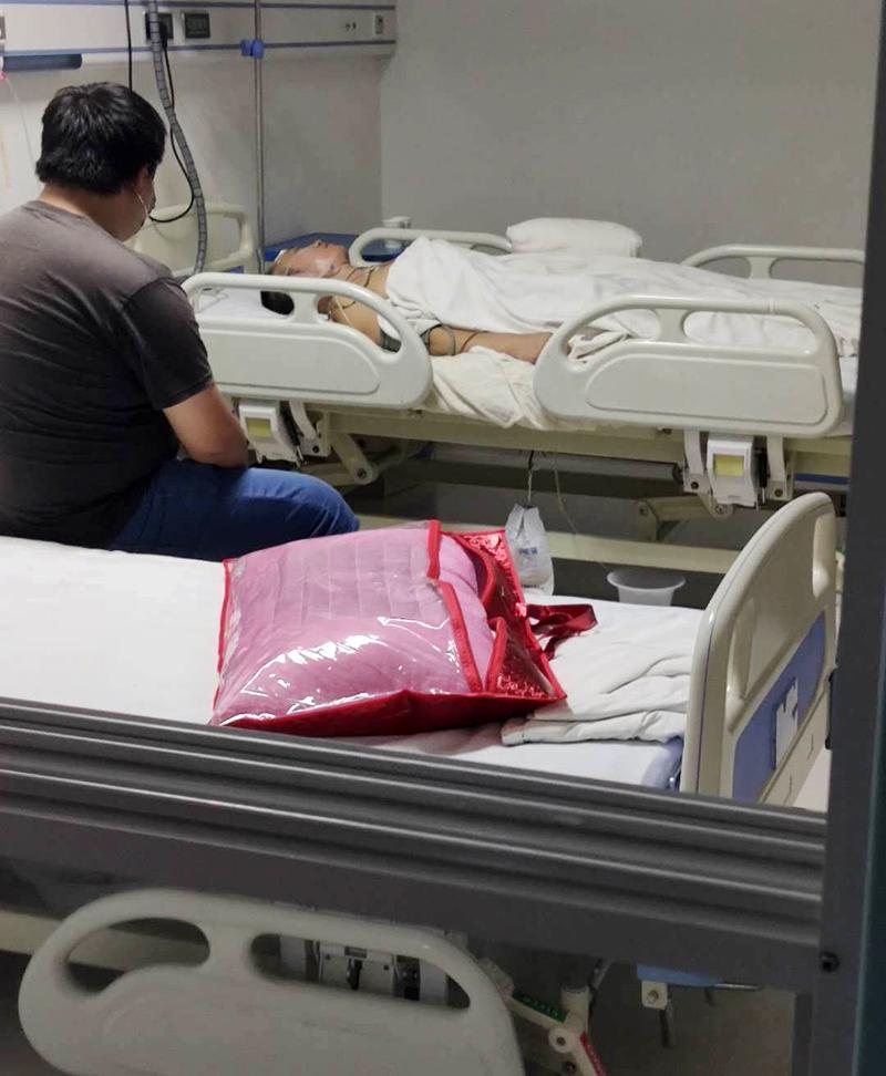 """陕西52岁男子羁押期间被""""打成瘫痪"""" 看守所:被人踹了一脚,滑倒摔的"""