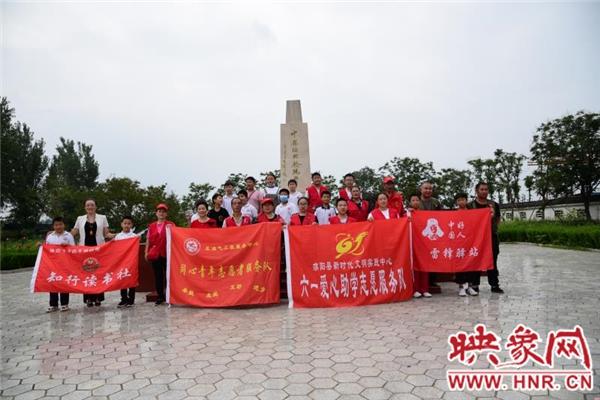 """三十余名志愿者和濮阳市""""中国好人""""林建一起做公益"""