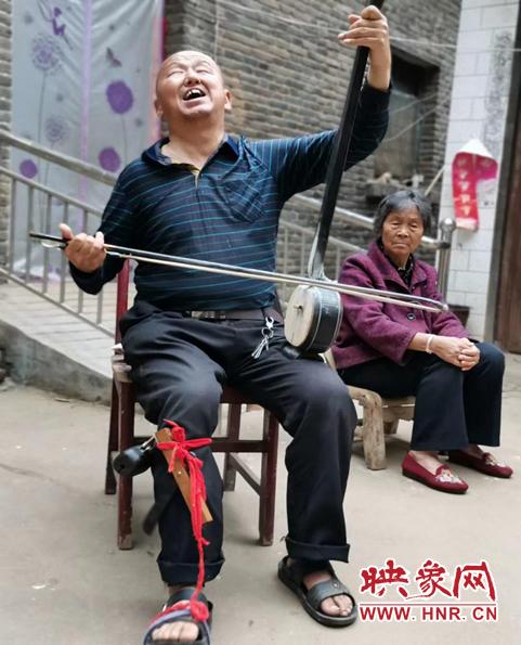 鲁山县:村民自创快板书 称赞驻村工作队