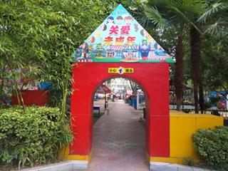 漯河人民公园景中景引市民流连忘返