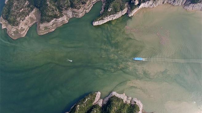 黄河三峡美 犹在画中游