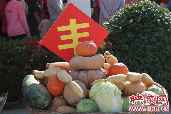 潢川县:丰收节上农民笑开颜