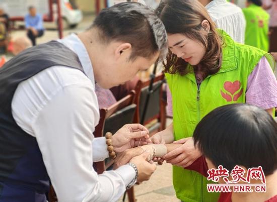 项城:中秋节慰问福利院 浓浓情意暖人心