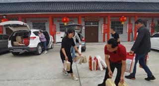 临颍县青年志愿者协会开展送温暖活动