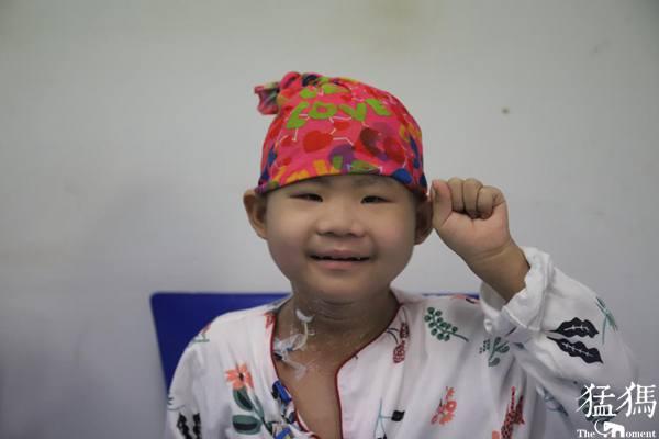 妹妹爷爷齐住院 河南舞阳18岁少年高温天街头发传单为父母分忧