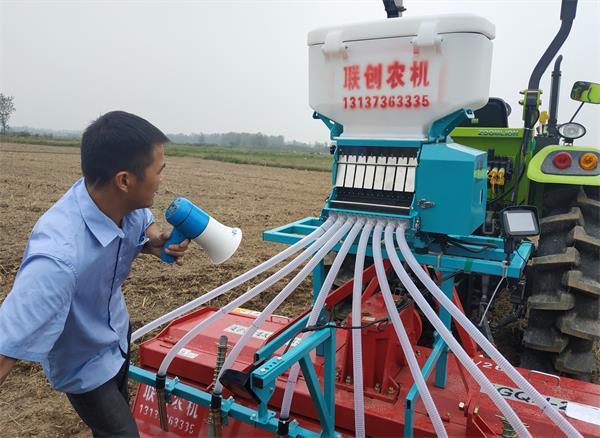 河南省油菜机播技术观摩会在罗山召开