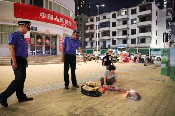 """向不文明行为说""""不"""" 郑州二七区开展中元节祭祀专项执法行动"""