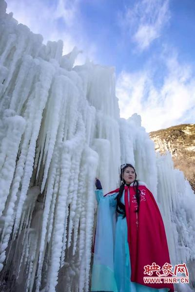 鲁山:景区现冰瀑奇观 引游客前来打卡