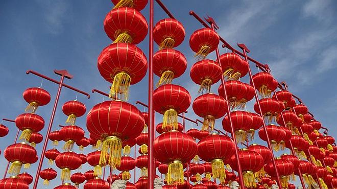河南开封:张灯结彩迎新春