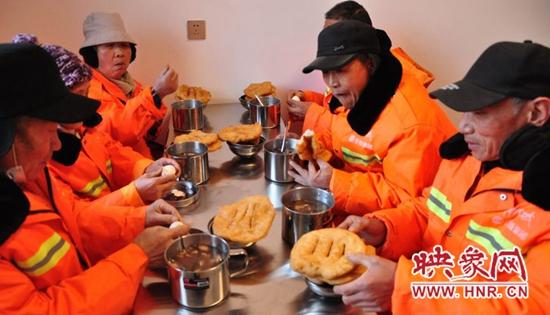洛阳:1月18日起 偃师市为环卫工人提供免费早餐