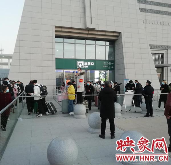 邓州桑庄镇全面加强高铁站疫情防控工作