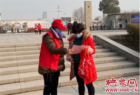 加大疫情防控宣传 荥阳市园林中心在行动