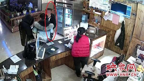 小伙网吧睡觉手机被盗 林州警方三小时破案