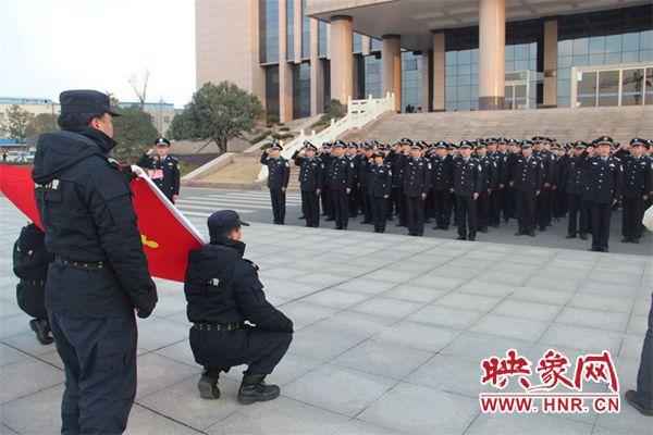 新野县公安局举行升国旗仪式迎接新年到来