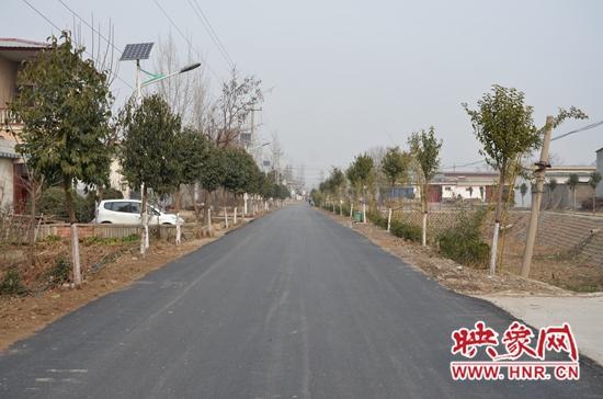 """宝丰县闹店镇:""""柏油路""""增加""""幸福指数"""""""