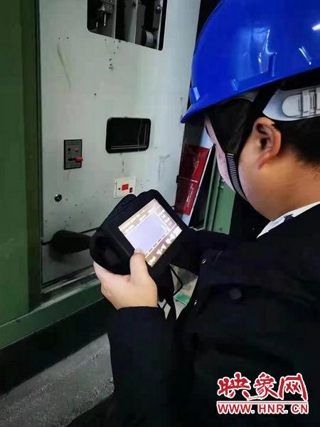 """国网新蔡县供电公司:严控设备""""体温""""持续开展设备夜巡"""