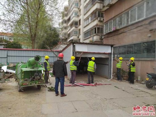 """做好""""开门一件事"""" 郑州加快基层社区老旧小区革新"""