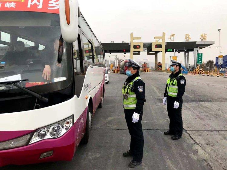 河南高速交警发布春节安全行车提示