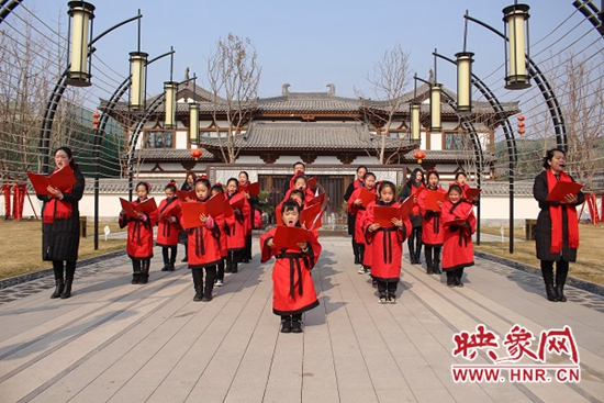 鲁山县:朗朗童声贺新春 满满祝福欢乐颂