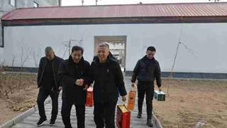 内黄县法院组织慰问驻村第一书记