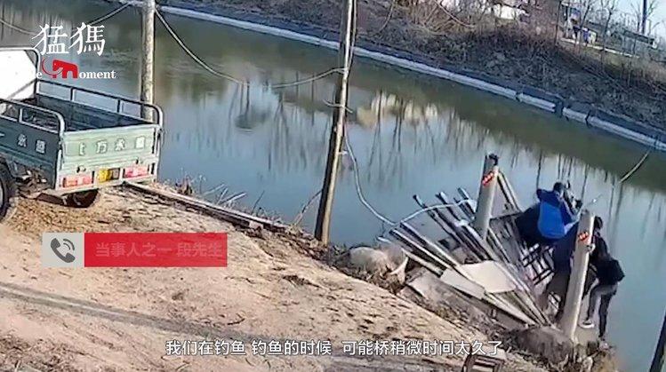 """太好笑了!小伙正钓鱼桥塌了 压垮木桥的最后一个大爷:过几天就""""灾后重建"""""""