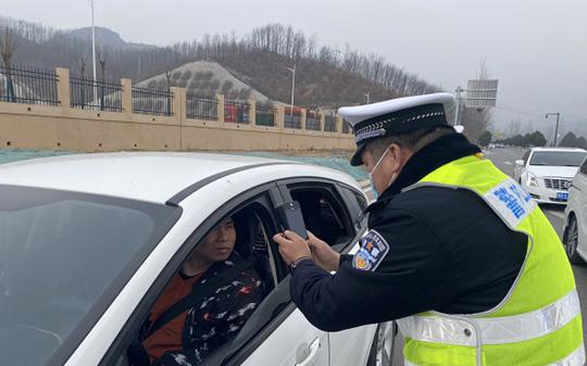 鲁山交警大队:做好车辆检测和审验