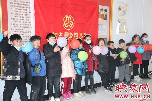 郏县龙山街道:社区里过元宵节 干群同乐暖意融