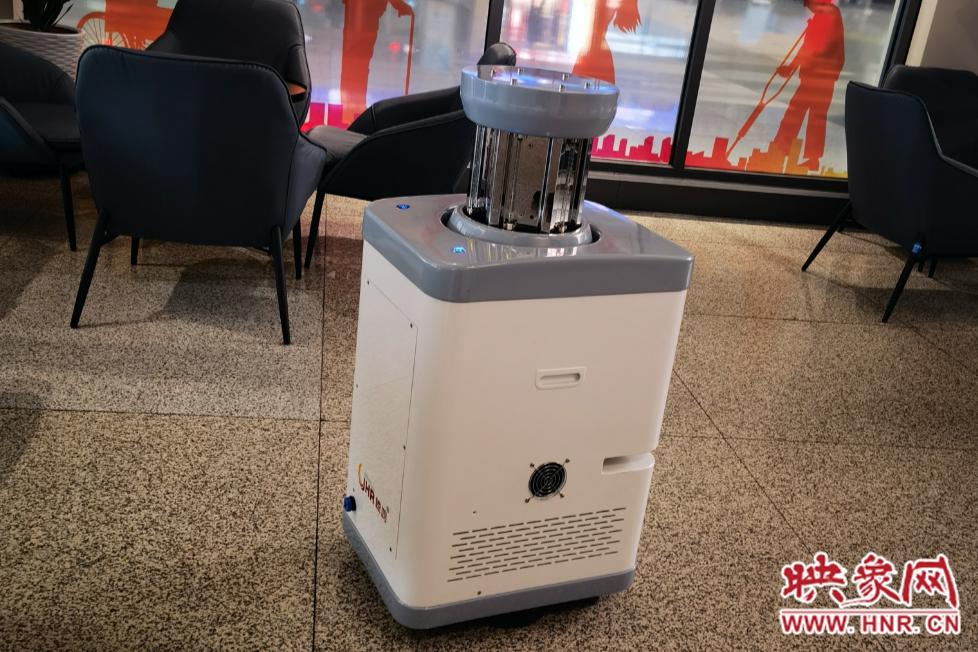 硬核!郑州东站引进消毒杀菌机器人 不间断防控疫情每月仅需10度电