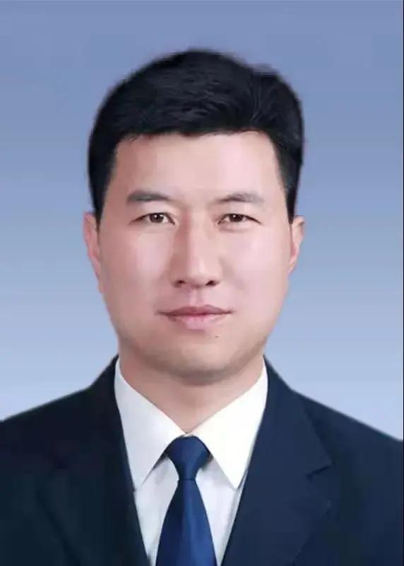 张东辉当选巩义市市长