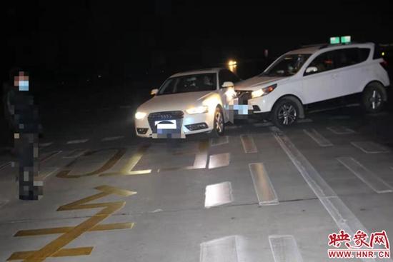 司机收费站区违规变道引发剐蹭 承担全部责任赔偿近千元