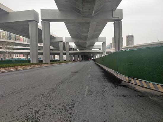 郑州四环附近无公交市民出行不便 44路负责人:目前只能临时停靠