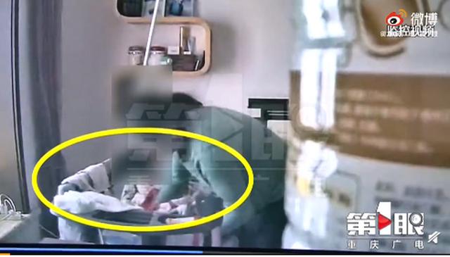 保姆虐打出生仅40天的孩子 网友:小宝宝太可怜了