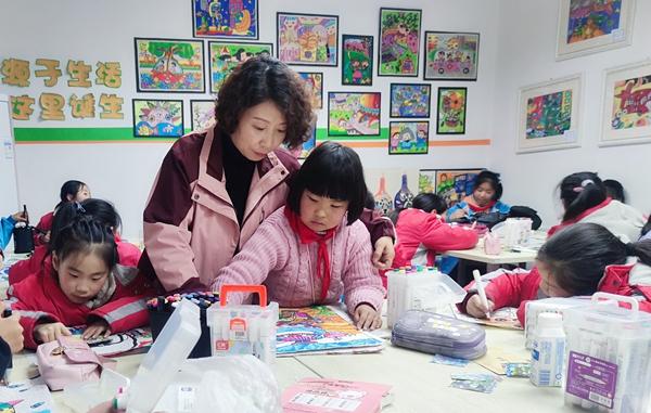 """联播pro:河南将实现中小学课后""""官方带娃""""全覆盖"""