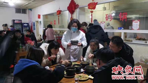 """开封:地方美食名片 杞县砂锅""""悄悄""""遍神州"""