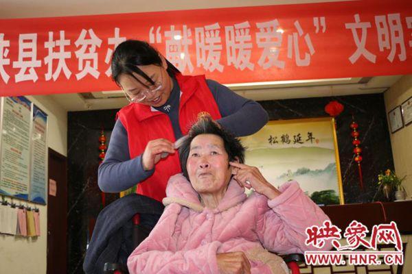 西峡县:文艺演出送温暖 养老中心笑声传