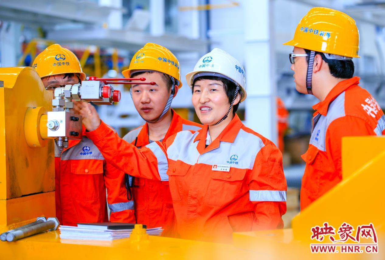 """王杜娟:践行""""三个转变"""" 推动地下工程装备产业高质量发展"""