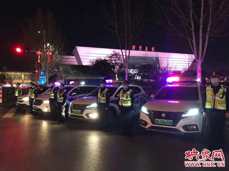 郑州开展打击非法营运超限超载夜查行动 3日晚查扣违法车辆22台