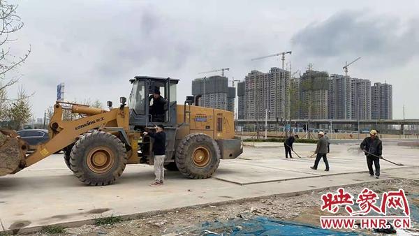郑州莲湖街道开展积存渣土整治 助力爱国卫生运动