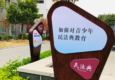 """淇县法院携手""""擦亮""""社区 共建文明家园"""
