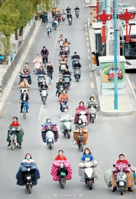 提醒:郑州骑乘电动车不戴头盔5月1日起开罚