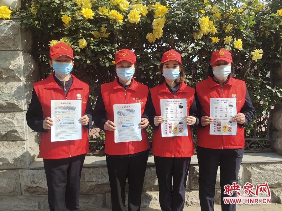 """禁烟宣传在行动 郑州快速公交""""微心愿""""志愿者服务队走上街头宣传禁烟"""