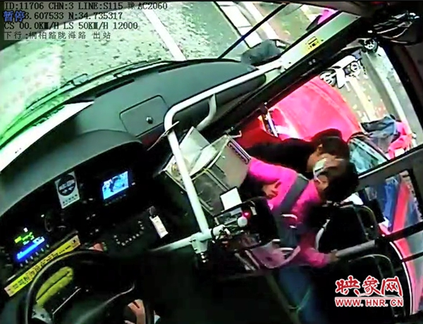 郑州公交车长爱心接力 护送6岁女孩与家人团聚