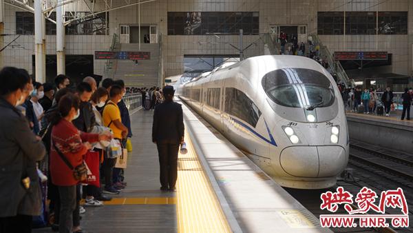 """没抢到通往旅游热点城市的票?别担心,郑州铁路""""五一""""假期加开临客列车"""