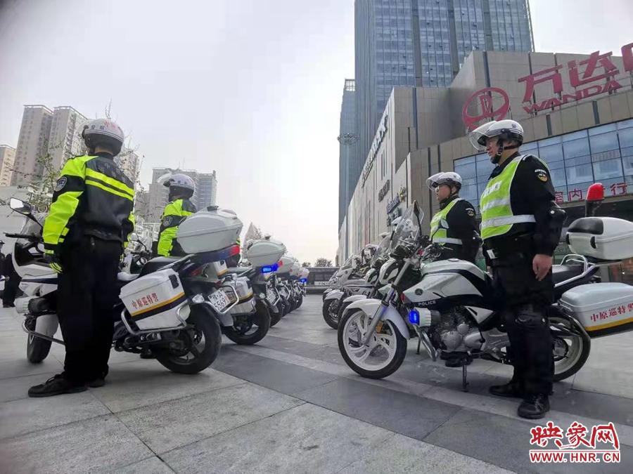 提高应急处突能力 郑州警方摩托车骑巡队首次亮相