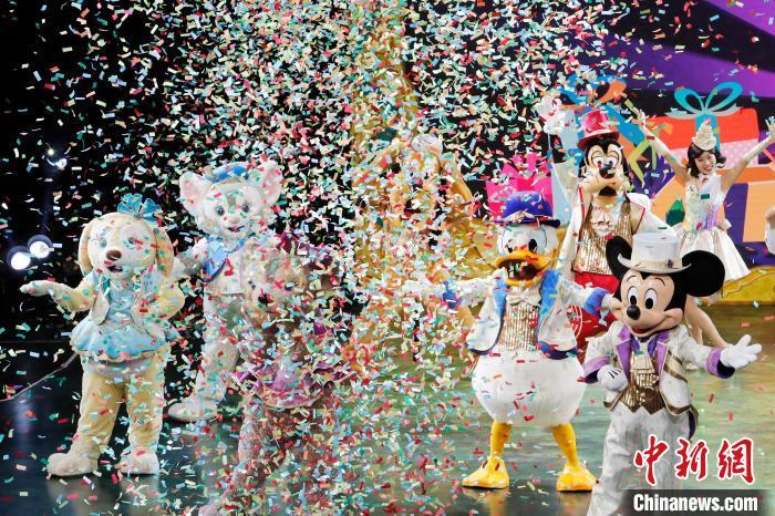 上海迪士尼�园举行五周年庆典活动。 殷立勤 摄