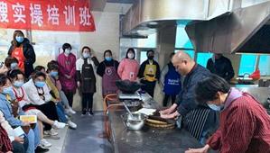 """宜阳县:用手艺""""烹饪""""幸福生活"""