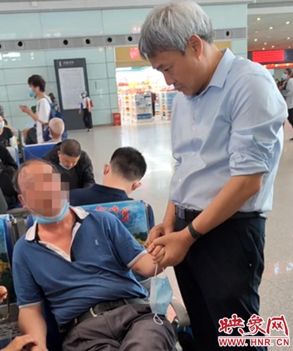 榜样!西安高铁站乘客突发重病 汝州中医紧急施救