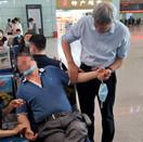 高铁站乘客突发重病 医院院长紧急施救